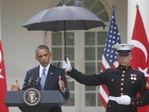 marine-presidential-guard-holds-an-umbrella-perfectly-still-over-obama