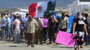 Notice the presence of a Mexican flag, rather than an American flag, in the hands of the pro-amnesty crowd.