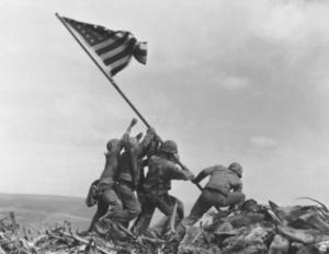 iwo-jima-flag-raising-e1431767438223