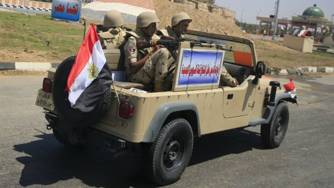 Egyptian forces out on alert (photo: Reuters)