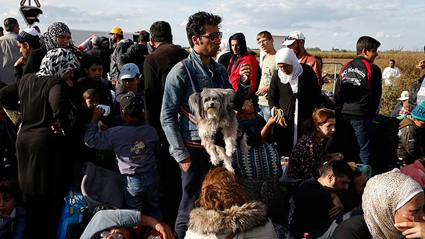 "Obama Orders US To Accept 10,000 ""Syrian"" Refugees"
