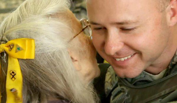 """Fort Hood Community Gives A Big Hug Back to """"Hug Lady"""", Elizabeth Laird"""