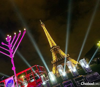 Despite Threats, Parisian Jews Will Light the Menorah this Hanukkah
