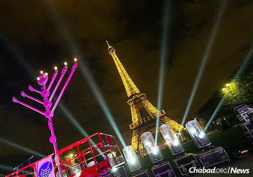 Despite Threats, Parisian Jews Will Light the Menorah this Hanukkah