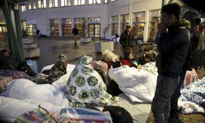Asylum Seekers outside the Swedish Migration Center