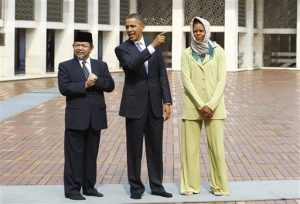 President and Mrs. Obama visit a mosque in Jakarta