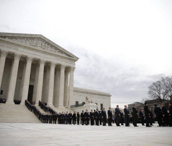 Thousands Of Americans Gather To Honor Justice Scalia At U.S. Supreme Court