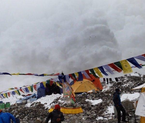 #Nepal Death Toll Rises to 3200, Humanitarian Crisis Emerging