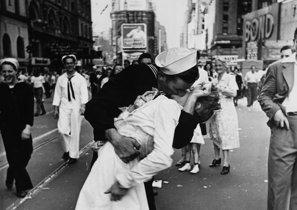 An Iconic Image, a Remarkable Woman: Nurse in Famous WWII Kiss Photo Has Died [VIDEO]