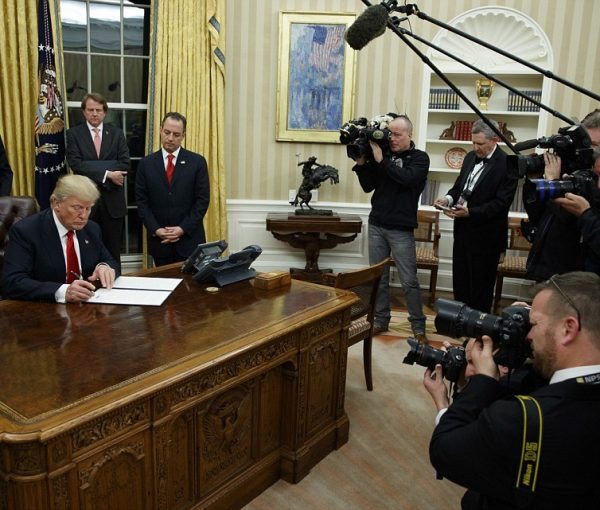 "#PresidentTrump Signs Executive Order To ""Ease The Burden"" of Obamacare On #Inauguration Day [VIDEO]"