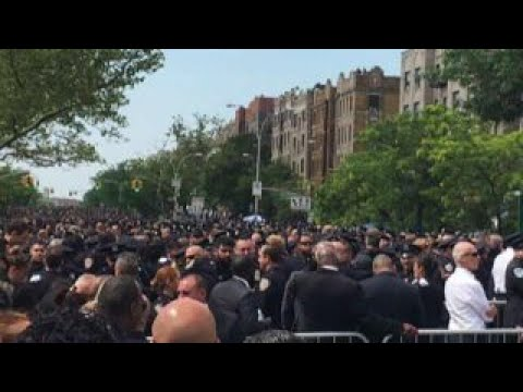 DeBlasio Scorned At Officer's Funeral [VIDEO]