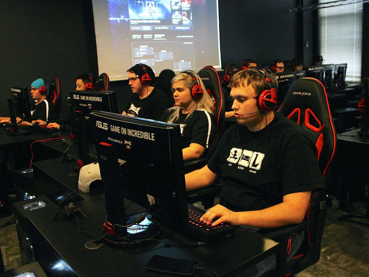 """Colleges Offering """"Athletic"""" Scholarships To Video Gamers [VIDEO]"""