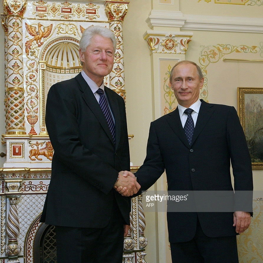 Bill Clinton Met With Vladimir Putin While Hillary And Obama Sold US Uranium To Russia [VIDEO]