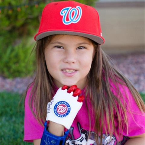 #WorldSeries: Hailey Dawson, With 3D-Printed Hand, Throws First Pitch For Game 4 [VIDEO]